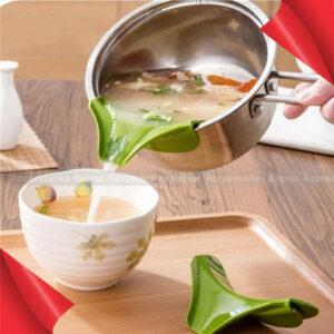 Silicone Slip On Pour Spout Bowls Pots & Pans,Drip Free Easy Pouring Kitchen